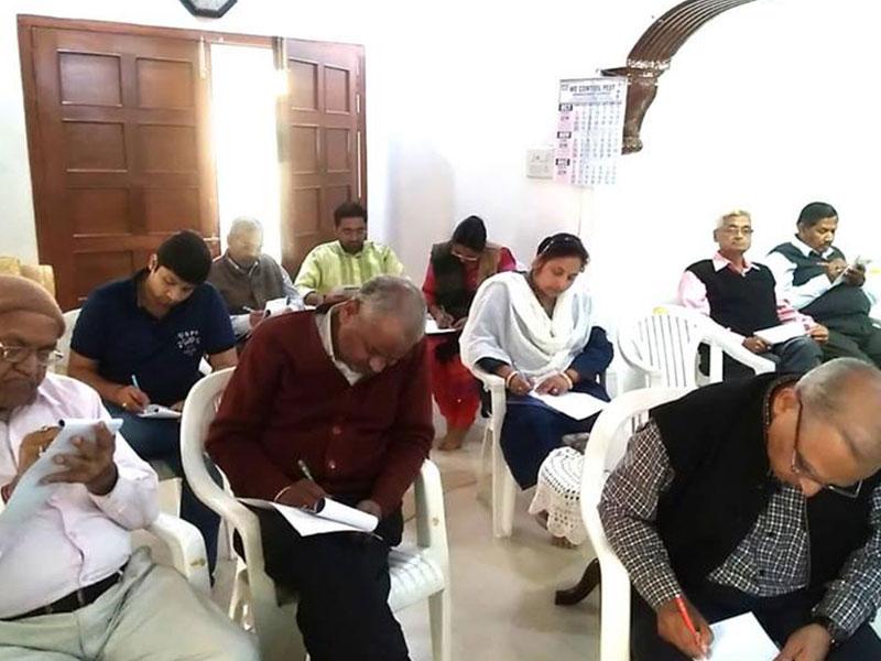 Family-workshop,-participants-filling-worksheets