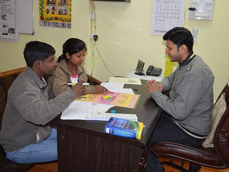 Students-filling-career-worksheets